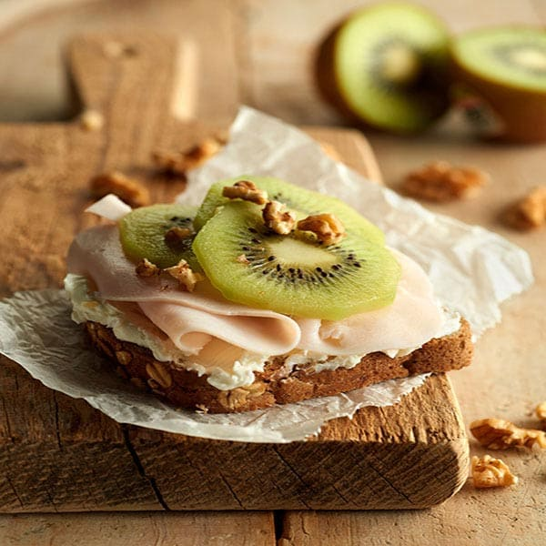 Wholemeal-toast-topped-with-ricotta-cheese,-roasted-turkey-ham-and-yellow-kiwifruit_ZESPRI.jpg