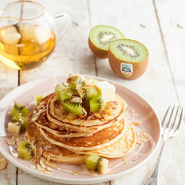 Kiwifruit,-syrup-and-toasted-almond-pancakes