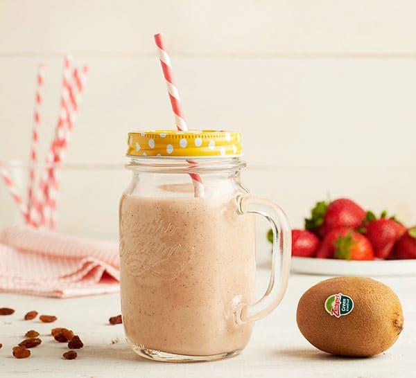 week18_Green_kiwifruit_almond_milk_smoothie_4.jpg