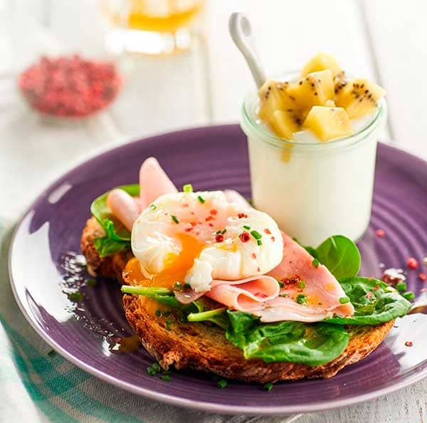 week29_Poached-eggs-with-ham-and-spinach---yogurt-and-kiwis.jpg