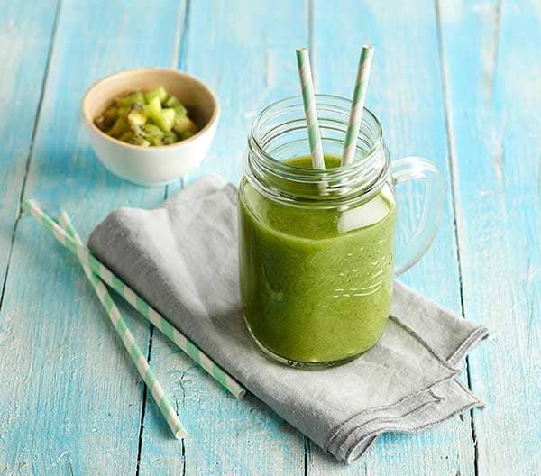 week40_Celery-asparagus-kale-and-kiwi-smoothie.jpg
