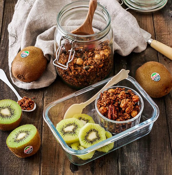 week44_homemade-granola_kiwifruit04.jpg